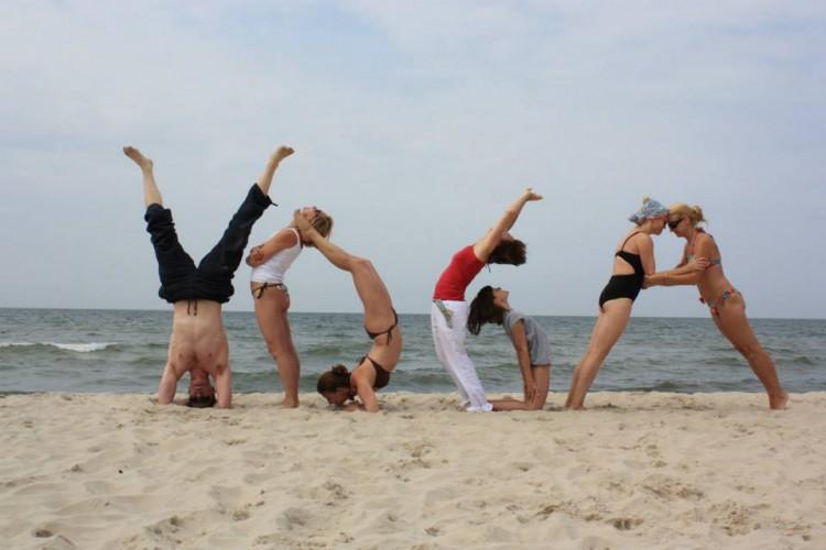 Wakacje z jogą – sposób na pozytywną zmianę w swoim życiu
